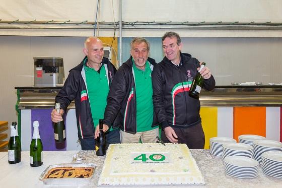 Da sinistra Felice Oberti, l'attuale presidente Fausto Duci e l'ex presidente Massimo Patelli durante la festa per i quarant'anni del gruppo.